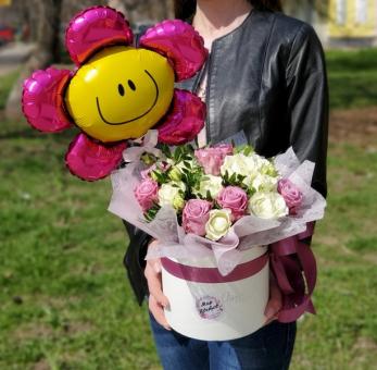 Коробка с розами и шарик