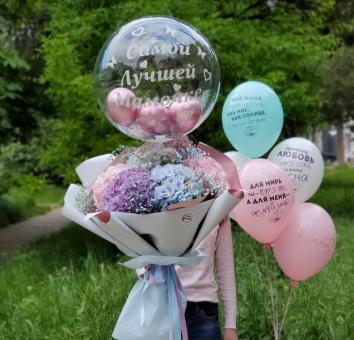 Букет с гортензиями и шары для мамы