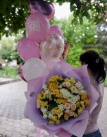 Букет из розы веточной и фонтан из шаров